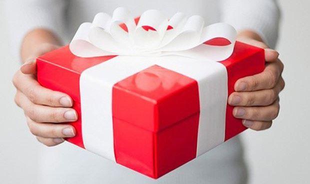 Quà tặng in logo giúp bán hàng nhiều