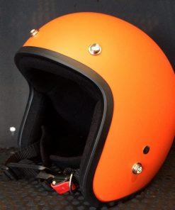Mũ bảo hiểm 3/4 đầu màu cam nổi bật