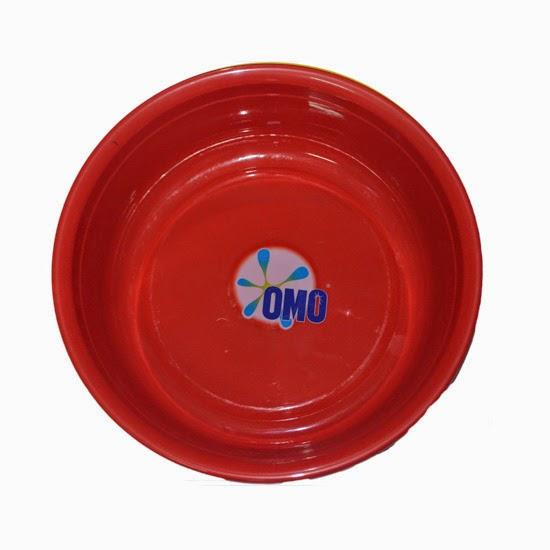Thau in logo OMO làm quà tặng khiến khách hàng thích thú
