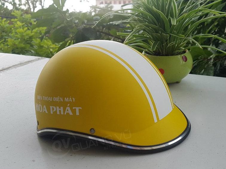 Mũ bảo hiểm màu vàng kết liền