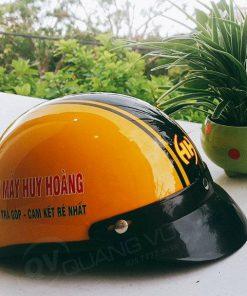 Mũ bảo hiểm màu vàng cam sơn bóng