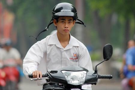 Không đội mũ bảo hiểm phạt bao nhiêu